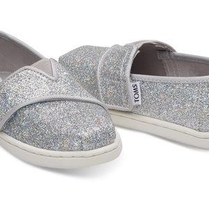 Silver Iridescent Glimmer Tiny TOMS Classics (7C)